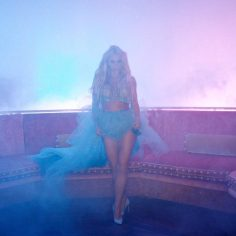 Britney Spears feat. Tinashe – Slumber Party (Video Clip)